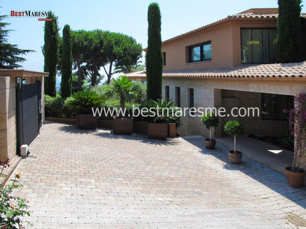 Casa de lujo en tiana con piscina y zona chill out for Piscina tiana
