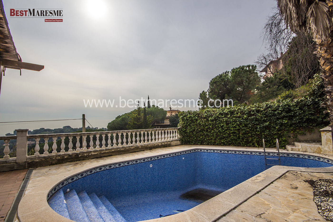Large sun terrace with excellent views