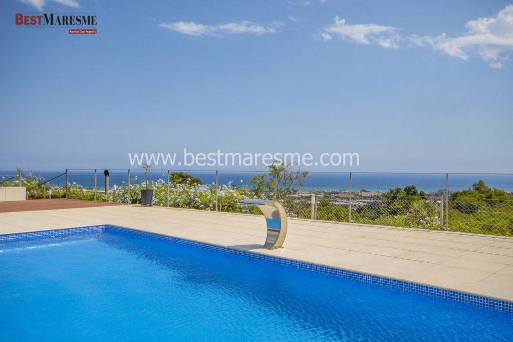 Stunning views over the Mediterranean Sea
