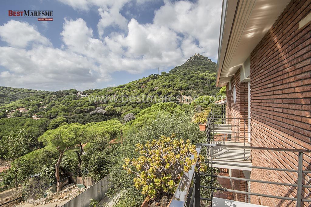 House in Cabrera with Castel Views