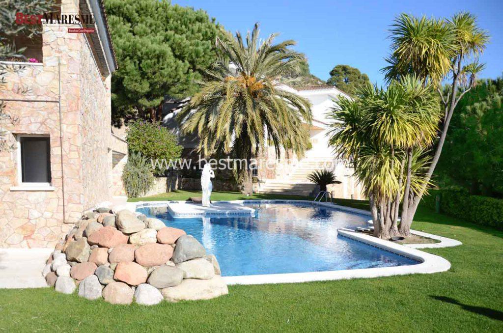 Casa de lujo en Cabrils. Jardín de 1553m2 y espectaculares vistas al mar