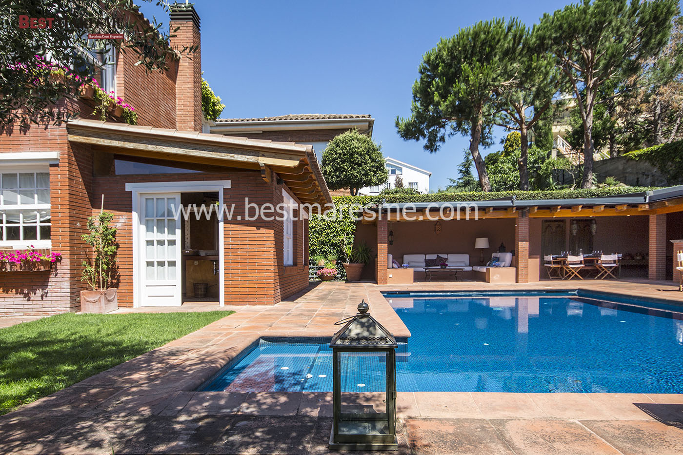 Piscina y zona chill-out