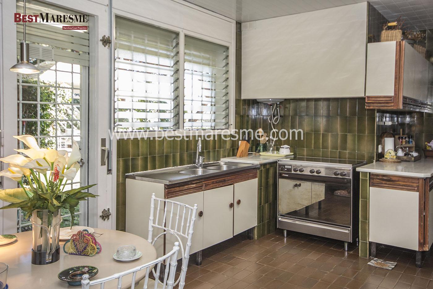 Cocina office con zona de lavado independiente