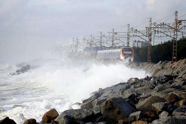 Vía del tren afectada por el temporal