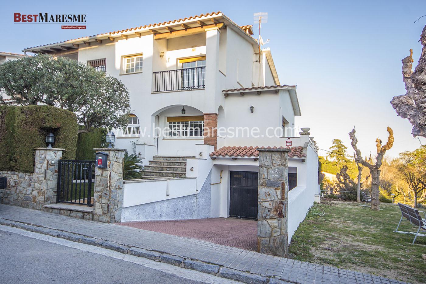 Casa adosada esquinera en Premia de Dalt