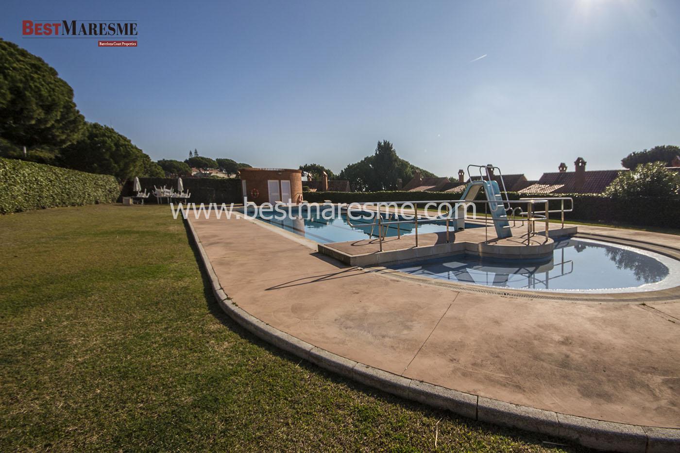 Gran Zona comunitaria con dos piscinas