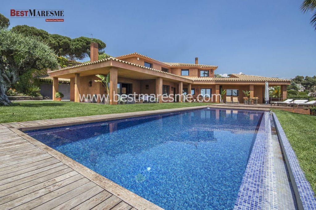 Preciosacasade estilo mediterráneo a laventa en Mataró, en zona residencial
