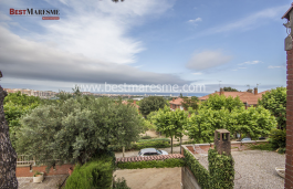 Detached house in a very quiet residential area with sea views