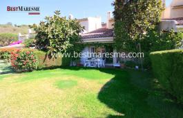 Impecable jardín con magníficas vistas al mar. Distribución interior práctica y funcional