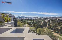 Espectacular àtic amb panoràmiques vistes al mar, el nucli antic de la ciutat, a la muntanya i al Castell de Burriac a millor zona de Mataró.