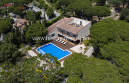 Fantastic property for sale with an infinity pool located in Cabrera de Mar, surrounded by forest and with sea and Burriac Castle views.