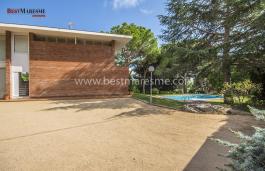 Casa de diseño sofisticado y vanguardista proyectada por los prestigiosos arquitectos Terradas Muntañola de Barcelona (Museo de la ciencia)