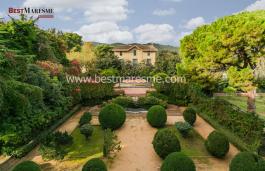 Exclusiva propiedad está ubicada en Maresme, a 20 minutos del centro de Barcelona.