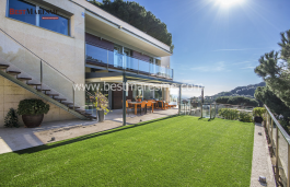 Linear design with spectacular sea and vineyards fields views. Alella