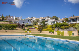 Fantastic semi-detached house distributed on 3 floors, located in a residential area very close to the town center of Alella only five minutes' walk, with excellent connections to Barcelona
