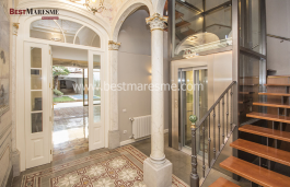 Spectacular town house dated on 1890 in Masnou center, two steps away from the beach and 100% renovated.