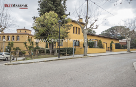 Fantastic stately house located in Argentona center.