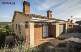 Next to the prestigious area of Supermaresme, total privacy and incredible sea views, large pool