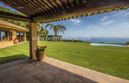 This excellent property thanks the location and orientation enjoys beautiful views of the Mediterranean.