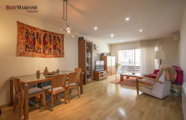 Bright apartment in perfect condition in the center of Premià de Mar, within walking distance to shops and amenities as well as the beach.