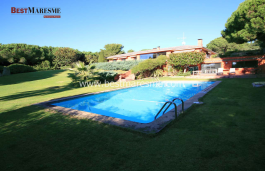 Next to the prestigious Supermaresme area, total privacy and incredible sea views, large swimming pool