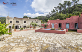 Fantastic country house  built on a 40,000m2 plot situated in a privileged area, , surrounded by nature and located near the Coastal Natural Park in the town of Vilassar de Dalt