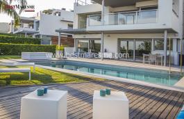 Прекрасный дом, с видом на море, в 25 км от Барселоны и в двух километрах от пляжа