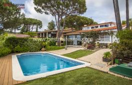 Espectacular casa a cuatro vientos, con vistas panorámicas al mar y a la montaña en la preciosa población de Cabrils