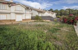 Semi-detached housing development, living surface built 480 m2 on a private plot of 600 m2