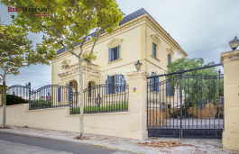 Wonderful and unique neoclassical property in the best area of El Masnou