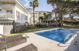 Completely renovated with high-end materials, large size swimming pool with large garden area