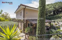 Дом с прекрасном видом на море в частном кондоминимуме из трех домов с бассейном