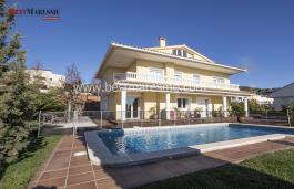 Luxueuse villa de style classique au centre du village de Teià, construite en 2001 avec une  superficie de 400 m2 sur un terrain de 580 m2