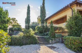 House 450m2 surface built located in the best residential area, beautiful garden and small pine forest