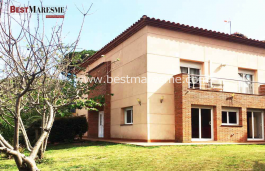 Detached House in Premia de Dalt, solid construction and quality materials is in perfect condition