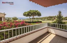 Villa recién reformada en Premià de Dalt, con excelente orientación y vistas al mar, en un entorno envidiable