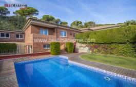 Gran casa de lujo, situada en Cabrils, Costa de Barcelona, en zona exclusiva cerca del centro