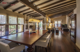 House in Cabrils, charming landscaped corners. Very bright with wooden beams on the ceilings