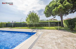 Downtown apartment of 97 m2 located in a fantastic residential complex only 100 meters from the beach and close to the train station.