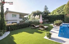 Maison élégante, classique et luxueuse, située dans une urbanisation privée à Teià avec de belles vues sur mer
