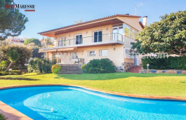 Beautiful house in the center of the village of Alella only 15 minutes away from the center of the city of Barcelona