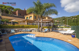 Fantastic detached house just few minutes away from Premia de Dalt center