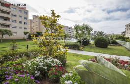Apartment for sale with very large and nice community green area of 948 m2, two min walk to the beach.