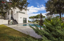 Detached luxury house, modern & perfect. In the best area of Premià de Dalt, 5' minutes walk downtown