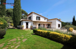 30 minutes from Barcelona built on an awesome 1800 sqm high plot and with beautiful views