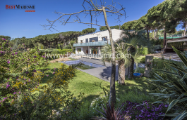 Luxury house for sale in the Maresme area, located in a prestigious urbanization on the Coast of Barcelona
