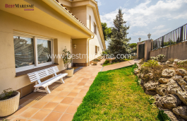 Spacious detached villa located in residential area of Teià surrounded by gardens
