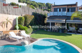 Immmaculate, bright, pool, porch, garden, barbecue area. It is near the beach and a few kilometers from Barcelona
