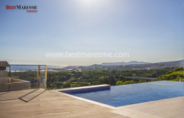 An unbeatable location to enjoy the sunset all year, natural environment and stunning sea views in Sant Vicenc de Montalt