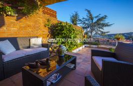 Casa amb sol tot el dia, fantàstica zona comunitària amb jardí i piscina a més de tenir vistes al mar